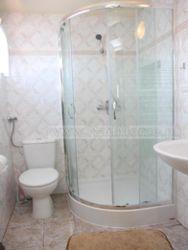 łazienka dla 2 pokoi dwu-osobowych na piętrze