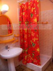 łazienka w pokoju 4 osobowym