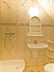 toaleta z natryskiem