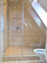 łazienka w apartamencie niebieskim