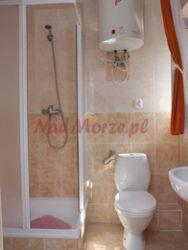 przykładowa łazienka w pokoju